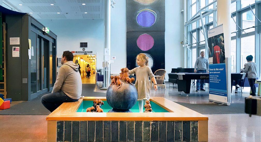 <em>Løvefontene og Universet innenfor</em>, Finn Hald, Ragnhild Monsen. Fotograf: KORO/Cathrine Wang