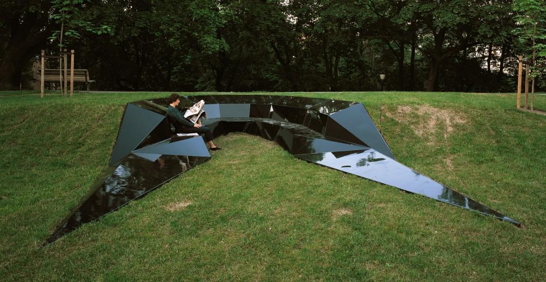 <em>Recombinant place: Cloaked mirror body</em>, Knut Åsdam. Fotograf: Kim Müller