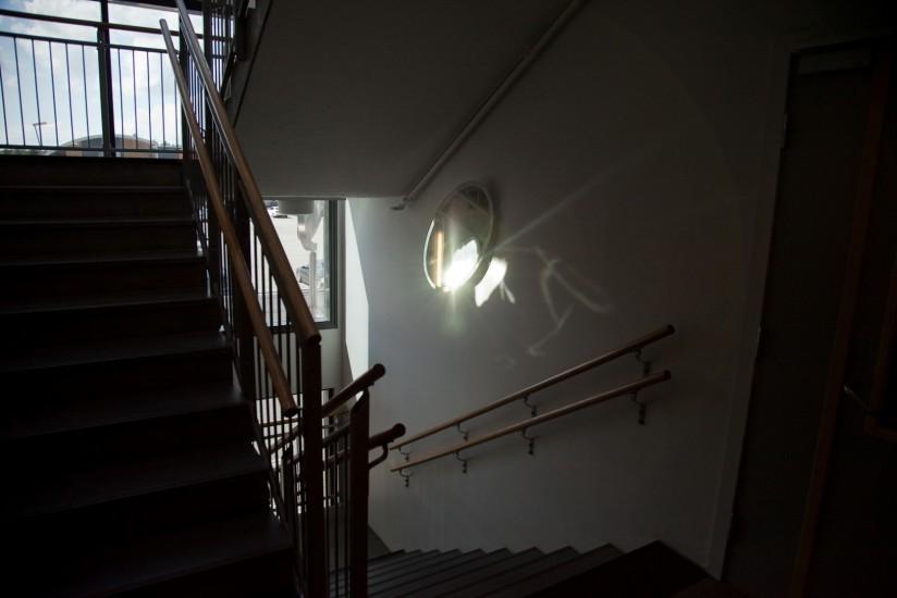 <em>Chain Reflection Corridor</em>, av Lutz-Rainer Müller. Fotograf: Ole John Aandal