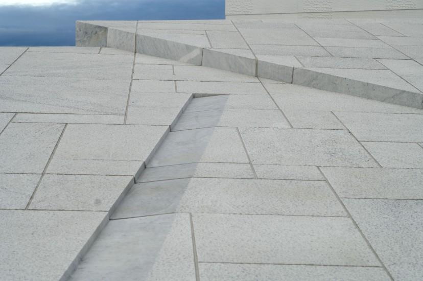 <em>Uten tittel (forplassen og taket)</em>, av Jorunn Sannes, Kalle Grude og Kristian Blystad. Fotograf: Jens Sølvberg