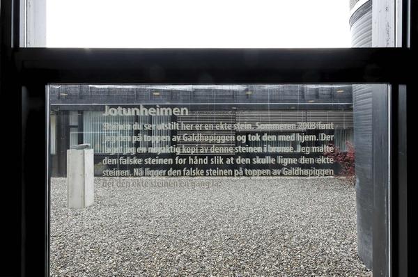 <em>Stedfortrederen</em>, av Anders Roås Stueland. Fotograf: Werner Zellien
