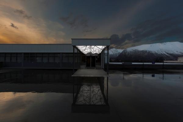 <em>Opposite Mountain Lights</em>, av Anders Sletvold Moe. Fotograf: Werner Zellien