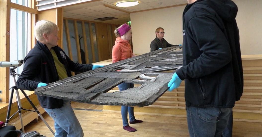 <em>Restaurering av Ludvig Eikaas sitt verk</em>, Ludvig Eikaas. Fotograf: Stills