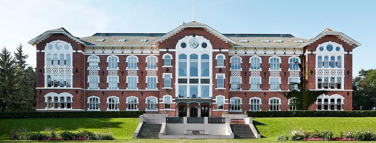 <em>Norges miljø- og biovitenskapelige universitet</em>, Urbygningen, Campus Ås. Fotograf: Statsbygg