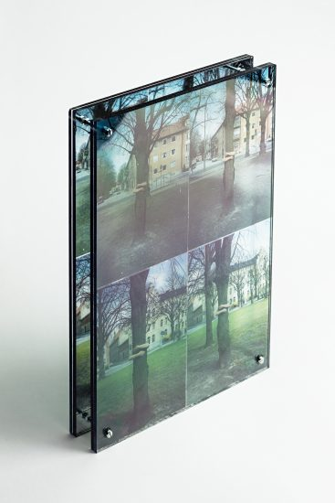 <em>Anne Skaansar</em>, transparent foto montert på speilfolie, 1991. Photographer: Vegard Kleven