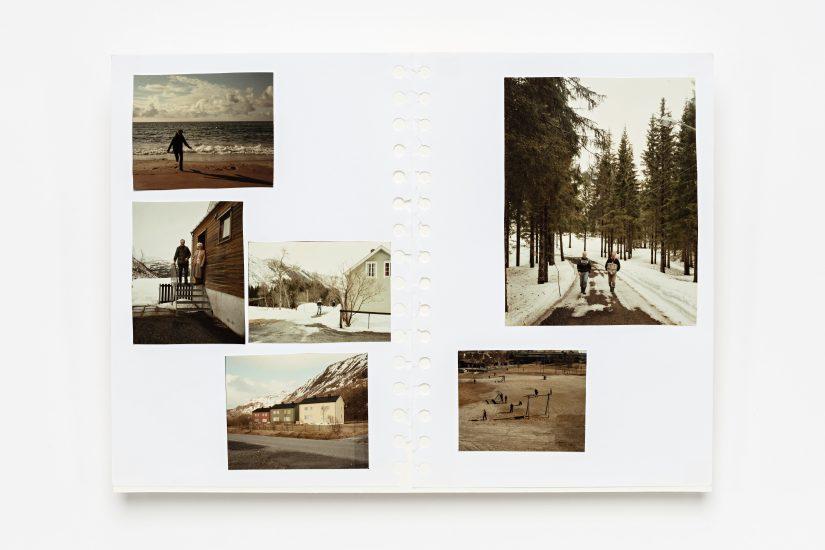 <em>Heidi Nikolaisen</em>, fotografier i skisseblokk, 2000. Photographer: Vegard Kleven