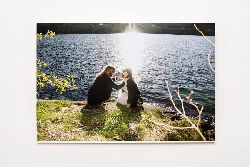 <em>Elin Már Øyen Vister</em>, foto på papir, 2014. Photographer: Vegard Kleven
