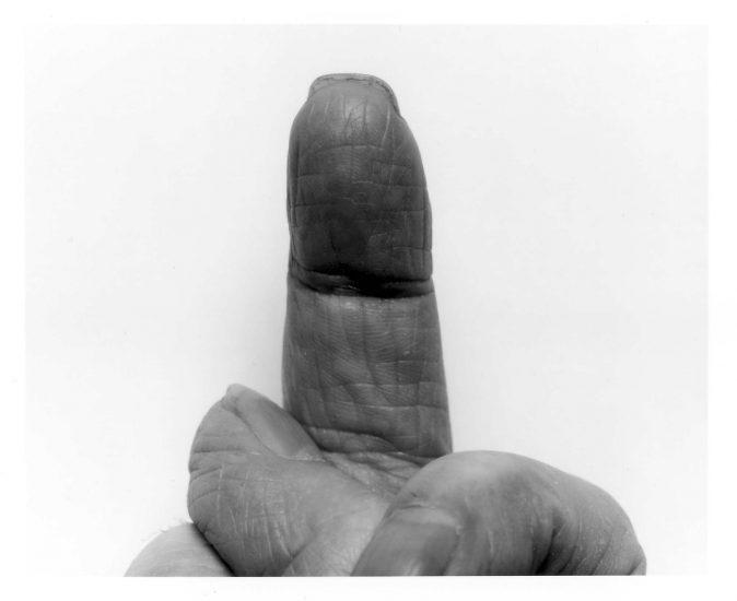 <em>Self Portrait Crossed Fingers No 7</em>, John Coplans. Fotograf: Jiri Havran