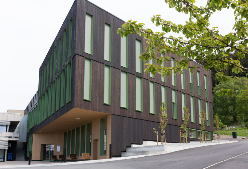 <em>UiS Hulda Garborgs hus og besøkssenteret ved Jernaldergården, Universitetet i Stavanger</em>, . Fotograf: Geir Egil Bergjord