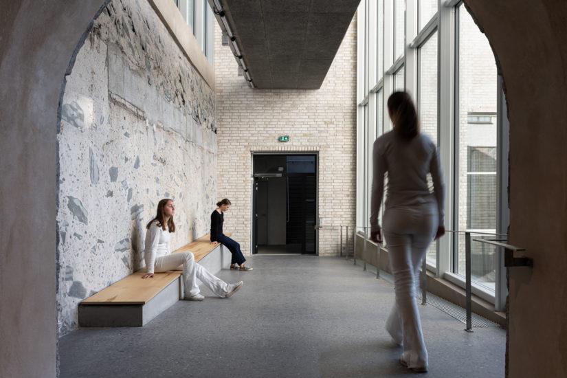 Camille Norments  stedspesifikke installasjon på HL- senteret. Fotograf: Niklas Hart