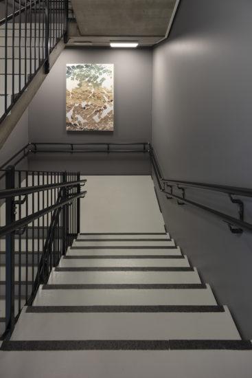 <em>Flexible Cosmos (mellom 3 og 4 etasje)</em>, Azar Alsharif. Fotograf: Werner Zellien