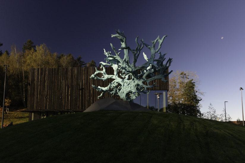 <em>Feeding from the Tree of Knowledge</em>, Kathrin Schlegel. Fotograf: Werner Zellien