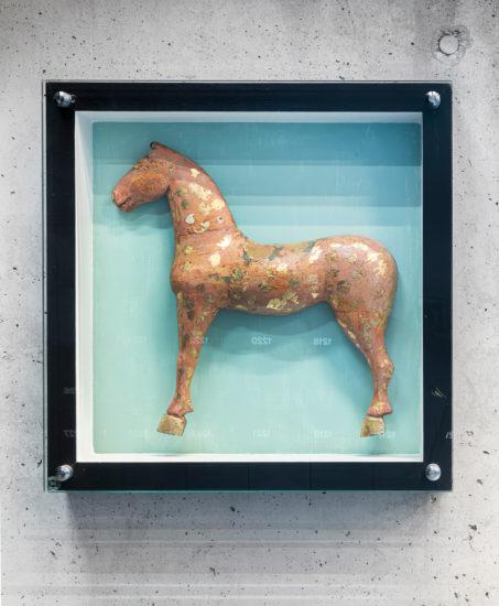 <em>Hvit hest</em>, Anna Sophie Rodin. Fotograf: Øystein Thorvaldsen